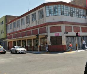 Amplio Local Comercial y Casa. Centro de Iquique, calle Tarapacá