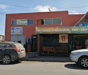 Edificio de dos pisos. Centro Alto Hospicio. Locales